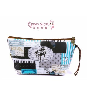 Queen And Cat Waterproof Style Cosmetic Pouch